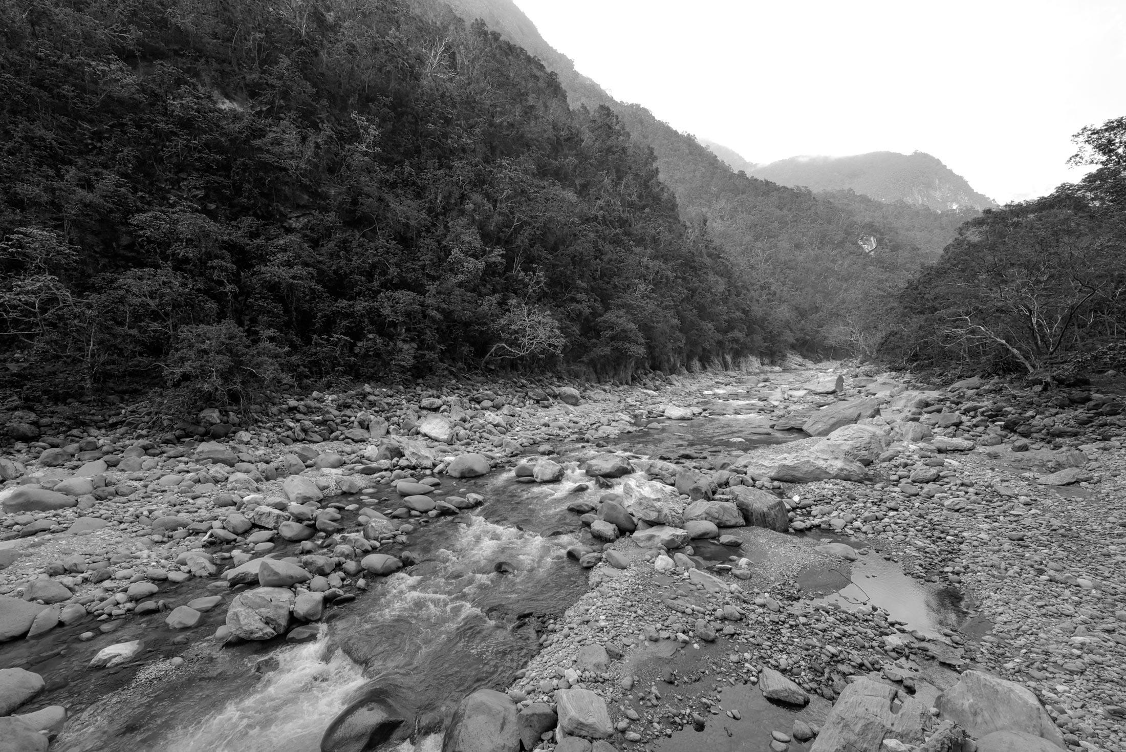 Taroko_River02-BW